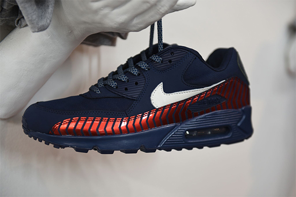 official photos 78475 d3e5c Exclusive PSG x Nike Air Max 90 plus other PSG ...